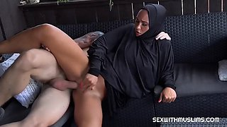 Sexy muslim naomi bennet loves to fuck