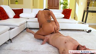 Bosomy cougar housewife Ava Addams hits on handsome plumber and sucks his cock