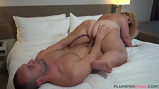 Fat woman with big tits, Valentina Krave likes to have a shower before fucking a guy