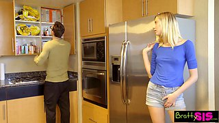 19 yo teen Haley Reed is spying on her stepbrother in the shower