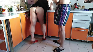 caught mother-in-law in the kitchen, fucked in the mouth