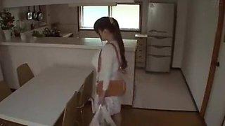 Japannese vrou met reuse boobs verlei afleweringskind as man werk FULL STORY HERE: tiny.cc/cotebz