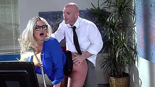 Curvy American teacher Julie Cash gets screwed by her colleague