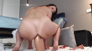Elle squirt huge dildo