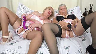 Granny Savana Knows How To Handle A Big Dildo