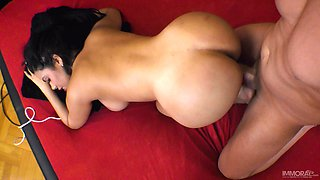 Close up homemade video of a lucky guy fucking busty Kesha Ortega