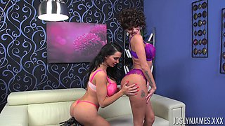 Lesbian Amy displaying her big ass then fingered