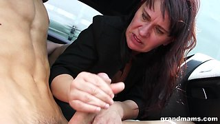 Lovely moans as cowgirl pussy gets licked in the car mature scene