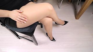 Office Secretary Gives Handjob On Her Legs In Pantyhose And High Heels